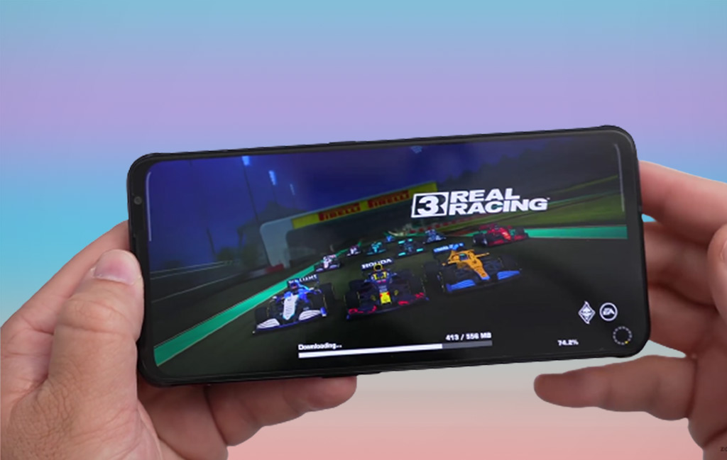 Nubia Red Magic 6S Playing Game